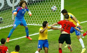 3.+Brazil's+Thiago+Silva+(top+R)+heads+the+ball+but+fails+to+get+it+past+Mexico's+Guillermo+Ochoa+(L)+during